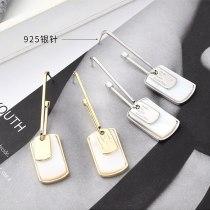 European Creative Cool Geometric Tag Earrings Female Temperament All-match U-Shaped Shell Stud Earrings 925 Silver Pin 140126
