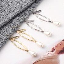 New European Creative Fashion Pearl Earrings Women's Simple and Versatile Geometric Hollow Earrings Small Jewelry 139836