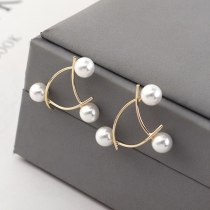Korean Creative Cool Fashion Pearl Earrings Women's Simple and Exquisite S925 Silver Needle Ear Stud Ornament 140164