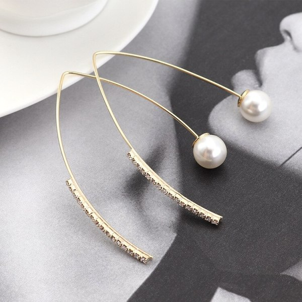 New Korean Fashion Cool All-match Pearl Earrings Female Creative Exaggerated Letter V Triangle Ear Jewelry Wholesale 140027