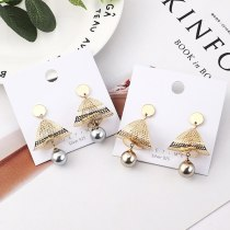 New Korean Fashion Cool Stud Earrings Women's Graceful Imitation Pearl Earrings Anti-Allergy Small Jewelry 138976