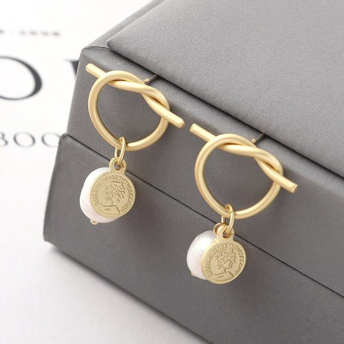 European Fashion Simple Hipster Natural Pearl Earrings Heart-Shaped Hollow Queen Head Earrings Anti-Allergy Ornament 139992