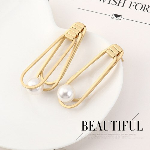 New European and American Retro Pearl Earrings Female Creative Asymmetric Stud Earrings Silver Needle 140143