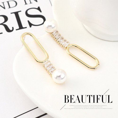 Korean Creative Personality Asymmetric Pearl Earrings Female Temperament Fashion All-match S925 Silver Needle Ear Stud 140563