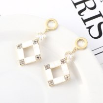 European Retro Creative Cool Zircon Earrings Female Temperament Simple and Versatile Small Square Diamond Ear Stud 140550