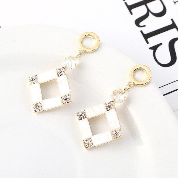 European Retro Creative Cool Zircon Earrings Female Temperament Simple and Versatile Small Square Diamond Ear Stud 140550
