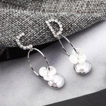 New Creative All-match CD Lettered Earrings Female Fashion Cool Flower Pearl Earrings Sterling Silver Stud Earrings 138991
