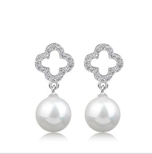 Pearl Shell Silver Earring, Korea edition fashion temperament diamond set four-leaf grass with long earrings 047