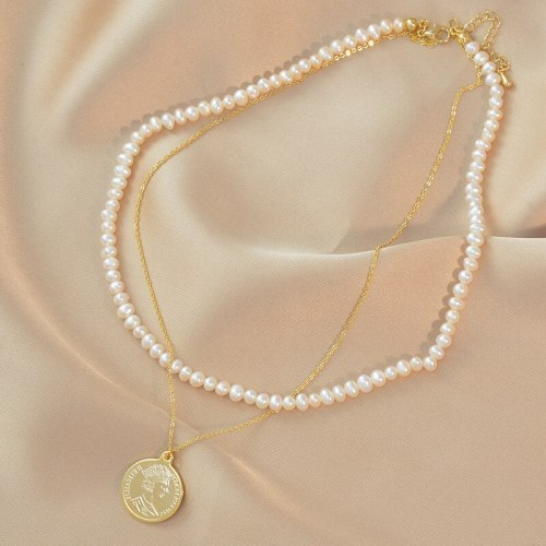 Korean Style Avatar Necklace Female Personality round Coin Pendant Clavicle Chain Queen Letter Pearl Necklace