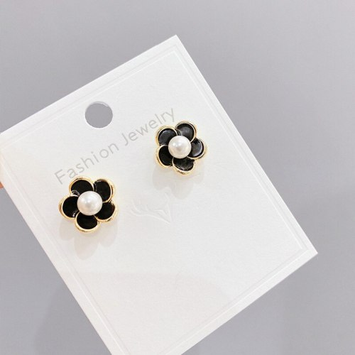 Retro French Romantic Flower Earrings European and American Pearls Petal Stud Earrings Women Sterling Silver Needle