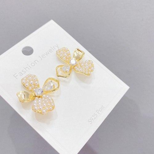Sterling Silver Needle Personalized Flower Stud Earrings For Women Sweet Pearl Hollow-Out Petals Earrings Earrings