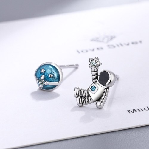 Stud Earrings for Women Japanese and Korean Style Cute Black and Blue Personality Universe Astronaut Fun Earrings Xzed928