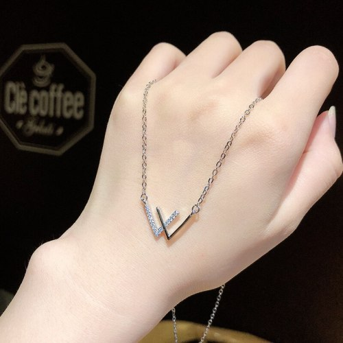 High-Grade W Letter Necklace Simple and Fresh Girlfriends Chain Titanium Steel Sweater Chain Double V Clavicle Chain Female