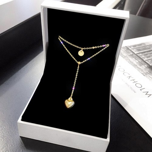 Women's Necklace Niche Design Ins Titanium Steel Indifference Trend Multilayer Collarbone Necklace New Temperament Necklace
