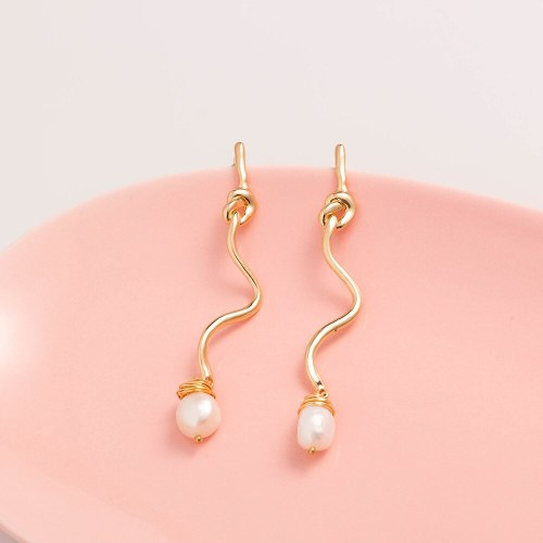 European and American New Earrings Natural Freshwater Jewelry Simple Fashion Versatile Shaped Gold Earrings