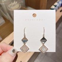 Korean Retro Aloofness Style Natural Shell Earrings Geometric Niche Three-Dimensional Simple Letter Earrings
