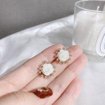 Japanese and Korean Simple Elegant Shell Flower Earrings Retro French 925 Silver Needle Zircon Earrings Small Gentle Earrings