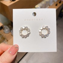 Korean Style Ins Style Fresh Vintage Shell Earrings Lady Temperamental All-Match Small Circle Ear Studs Women