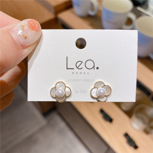 Design Sense Small and Sweet Flower Shell Earrings Sterling Silver Needle All-Match Simple Personality Freshess Earrings Women