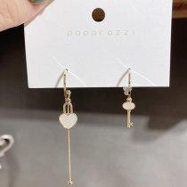 Detachable Multi-Wear Tassel Earrings Electroplated Real Gold Design Asymmetric Key Lock Cylinder Shell Earrings for Women