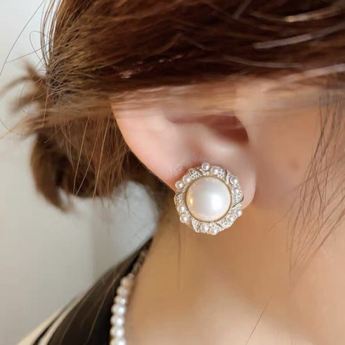 French Royal Style round Pearl Stud Earrings Sterling Silver Needle Temperament Korean Style Vintage Fashion Eardrops Earrings