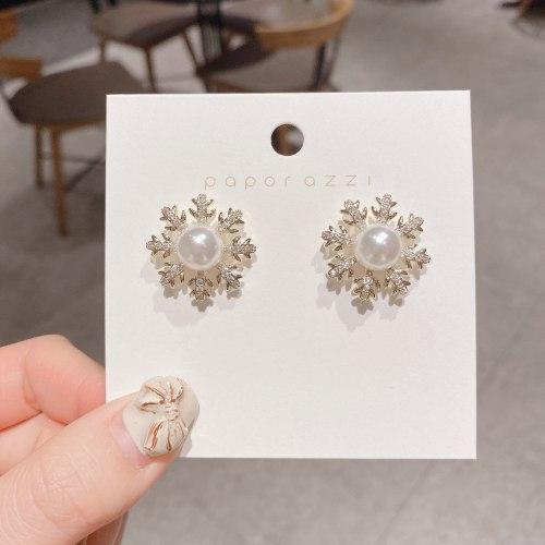 Sterling Silver Needle Christmas Snowflake Earrings French Style Retro Minority Pearl Earrings Fashion Zircon Earrings