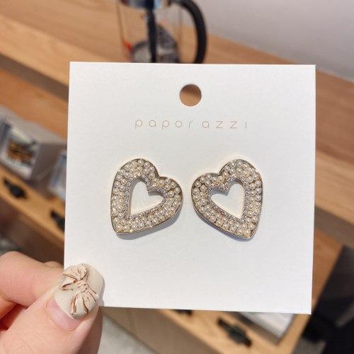 Korean New Sterling Silver Needle Earrings for Women Retro Fashion Elegance Love Heart Stud Earrings Personality Pearl Earrings