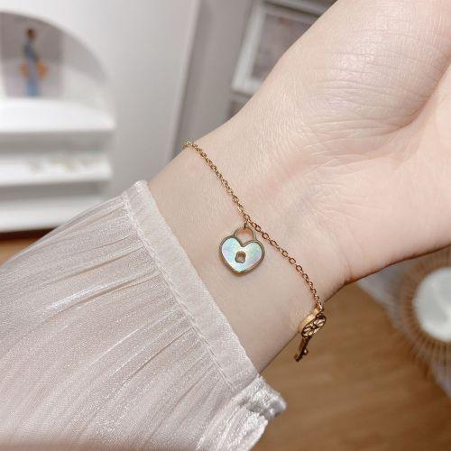 New Fashion Retro Ornament Korean Style Dignified Sense of Design Heart Lock Key Titanium Steel Bracelet Shell Bracelet