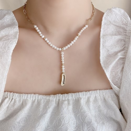 Internet Celebrity Jewelry Fashion Stitching Freshwater Pearl Necklace Clavicle Chain Irregular with Personality Pendant