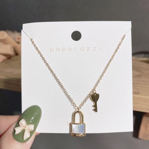 New Titanium Steel Necklace Light Luxury Minority Style Unique Design Shell Lock Necklace Clavicle Chain Female