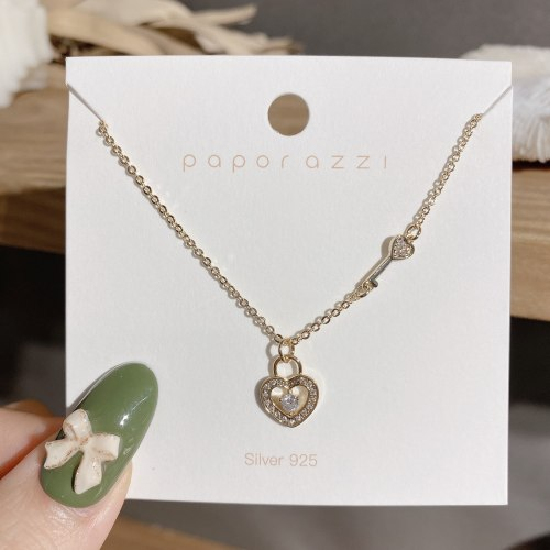 Korean Style Simple and Fresh Lady Necklace Retro Design Heart Lock Necklace Zircon Micro-Inlaid Clavicle Chain Wholesale