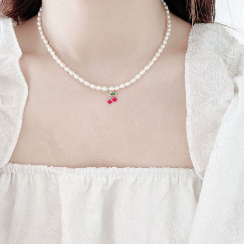 Simple and Fresh Cherry Clavicle Chain Niche Sweet Freshwater Pearl Necklace Female Palace Style Temperament Necklace