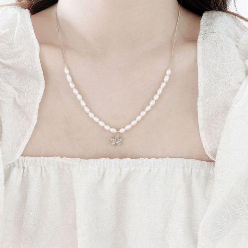 Design Zircon Maple Leaf Necklace Vintage Elegant Stitching Freshwater Short Pearl Necklace Baroque Necklace
