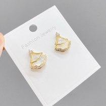 Internet Celebrity Light Luxury Geometric Earrings Small Skirt Sterling Silver Needle Shell Earrings Special-Interest Earrings
