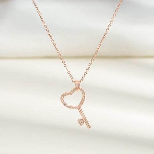 Summer New Micro-Inlaid Diamond Key Pendant Necklace Niche Design Design Clavicle Chain All-Match Jewelry