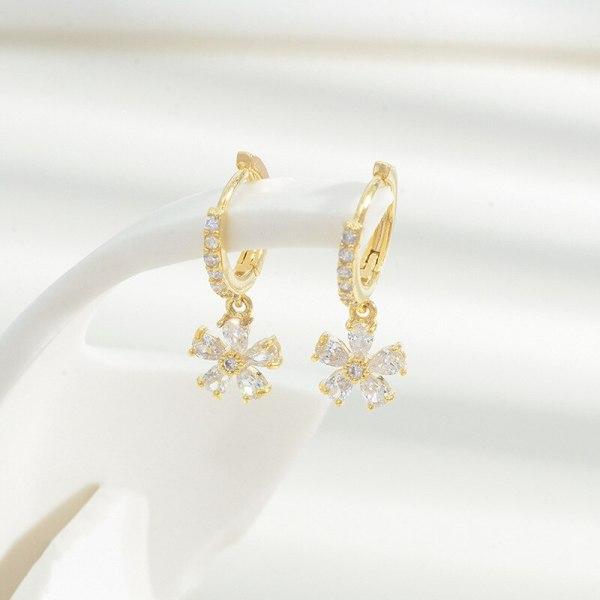 Korean Fashion New Product Micro Inlaid Zircon Flower Ear Clips Sweet Cute Lady Small Fresh Petal Earrings Fairy Style