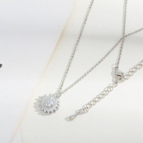 Korean Fashion Rotatable Little Daisy Necklace Female Micro Inlaid Zircon Design Sense Clavicle Chain Jewelry