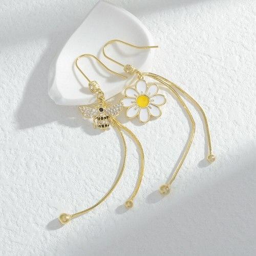Sterling Silver Needle Freshess Earrings Bee Little Daisy Tassel Stud Earrings for Women New Asymmetric Earrings Jewelry