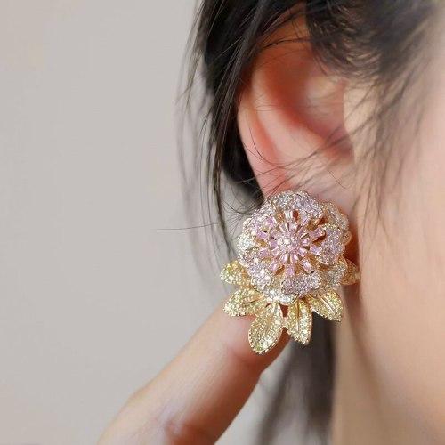 Finely Inlaid Stud Earrings S295 Silver Needle Copper Zircon Earrings Temperament Gradient Zircon Color Camellia Earring