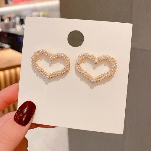 Wholesale  Classic Trendy Baroque Heart Pearl Earrings Stud Earrings for Women Dropshipping Jewelry