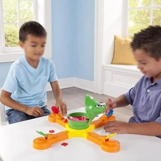 Funny Classic Spinning Frog Feeding Game