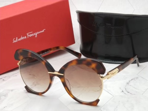 Buy quality Copy Ferragamo SF898S Sunglasses SFE005