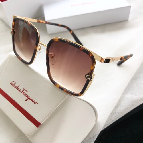 Wholesale Fake Ferragamo Sunglasses SF160S Online SFE016