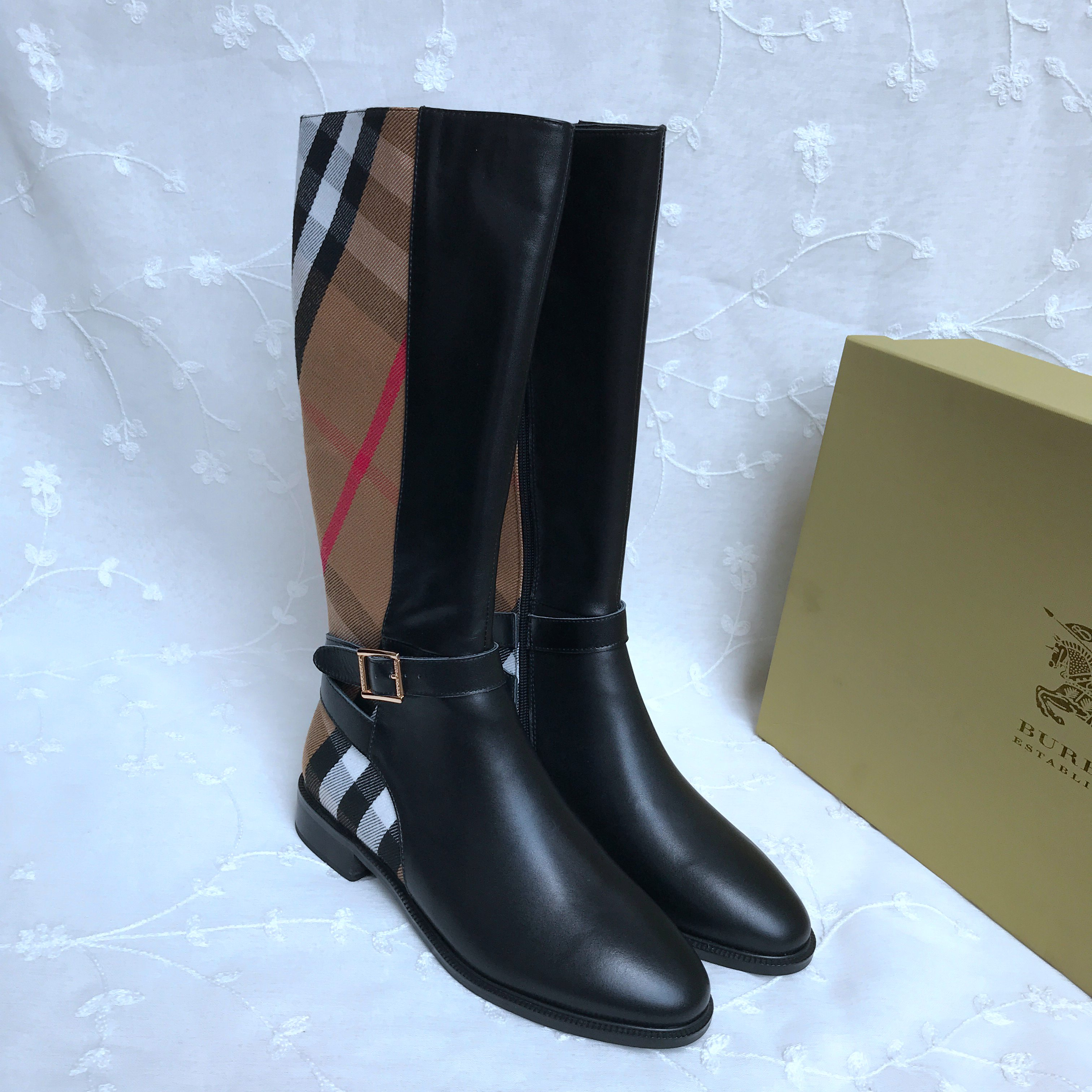 BURBERRY Boots 451971