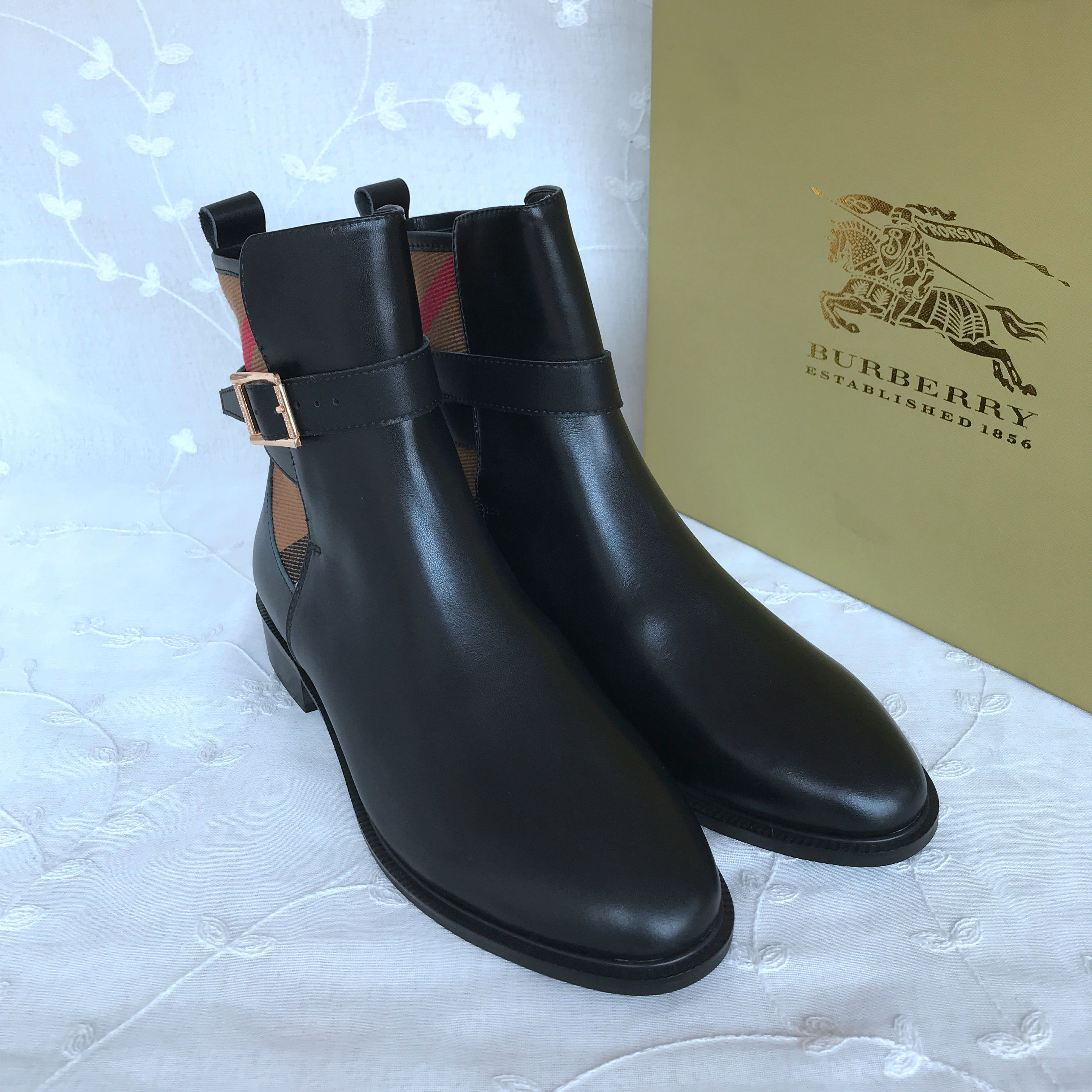 BURBERRY Boots 842601