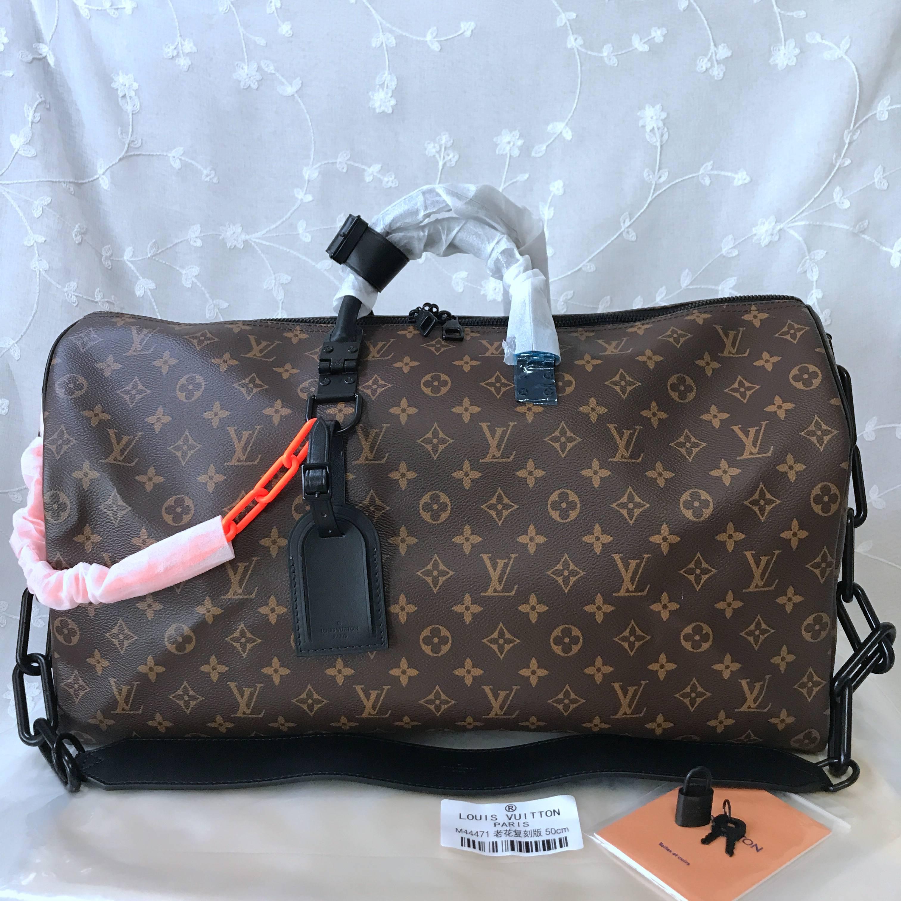LV Travelbag  M44471