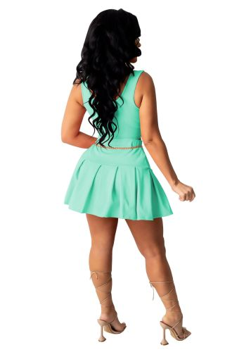 Green Leisure sports two-piece skirt suit