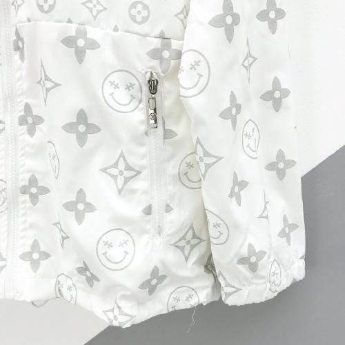 Super quality Louis Vuitton has a bold and bold style that makes your chic, effortless look great for both men and women
