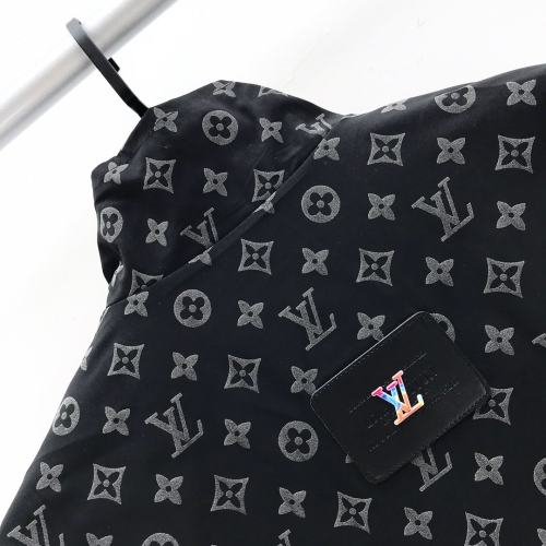 Louis Vuitton has a bold and bold style that makes your chic, effortless look great for both men and women