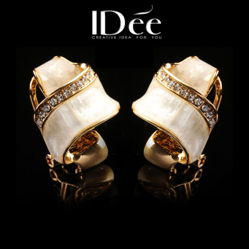IDee mother-of-pearl earrings and diamond earrings for women